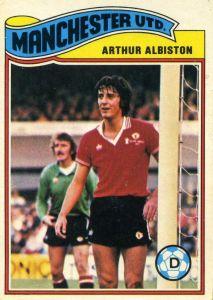 TOPPS-FOOTBALL GORDON MCQUEEN -#137- MANCHESTER UNITED ORANGE BACK 1978